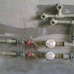 Как спрятать газовые, водопроводные трубы в ванной, коридоре