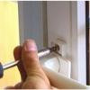 отремонтировать пластиковую дверь