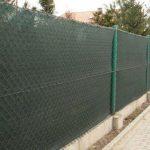 Как поставить забор из сетки рабицы?