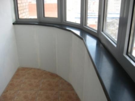 Монтаж подоконника на балконе