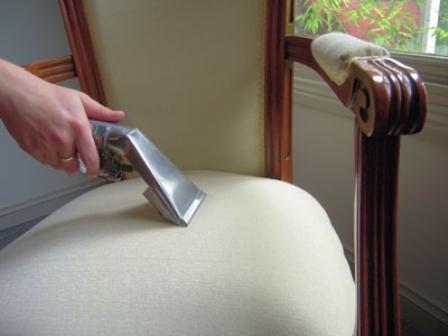 чем очистить мягкую мебель