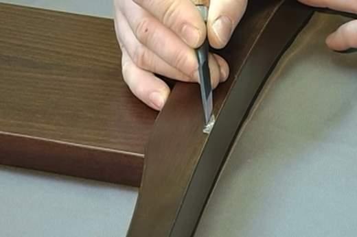 Заделка скола на деревянной лакированной поверхности
