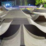 Скейт-площадка под облаками