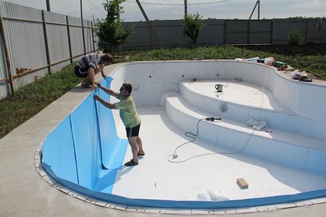 Какие материалы можно применить при строительстве бассейна