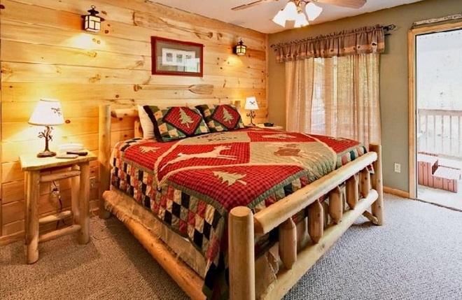 Интерьер спальни по-деревенски