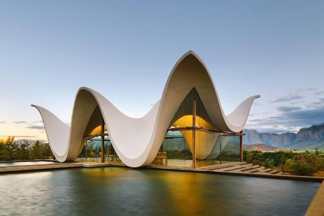 Необычные формы современных зданий