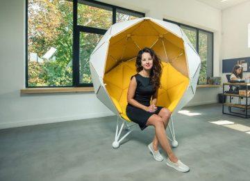 Сферический стул в космическом стиле
