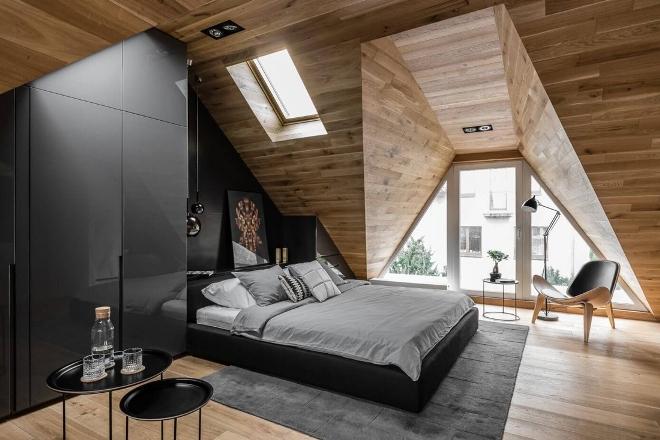Темные и стильные крошечные апартаменты на мансарде в Польше