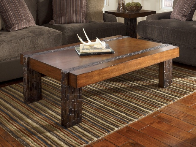 Журнальный деревянный столик