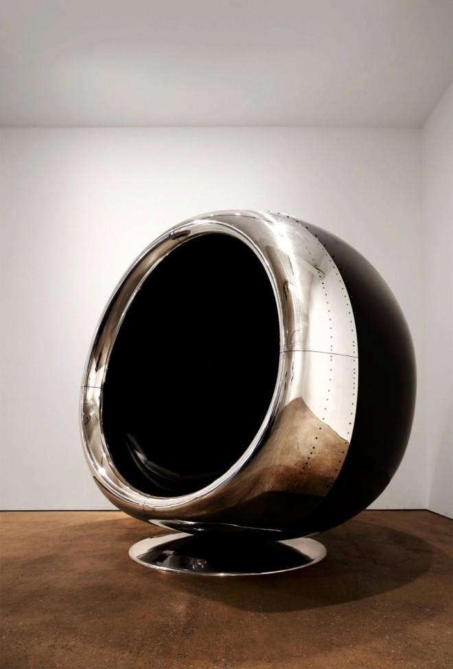 Стул в форме двигателя самолета Boeing 737
