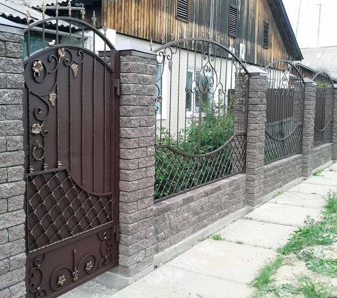 Какие могут быть заборы, калитки и ворота для частного дома