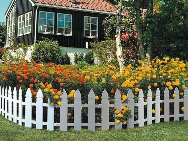 Декорирование клумбы на загородном участке