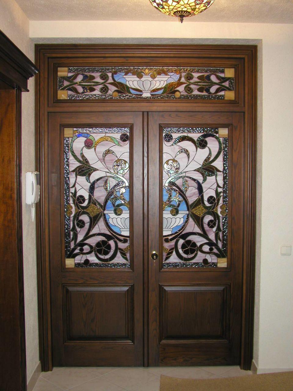 Дверь с витражом
