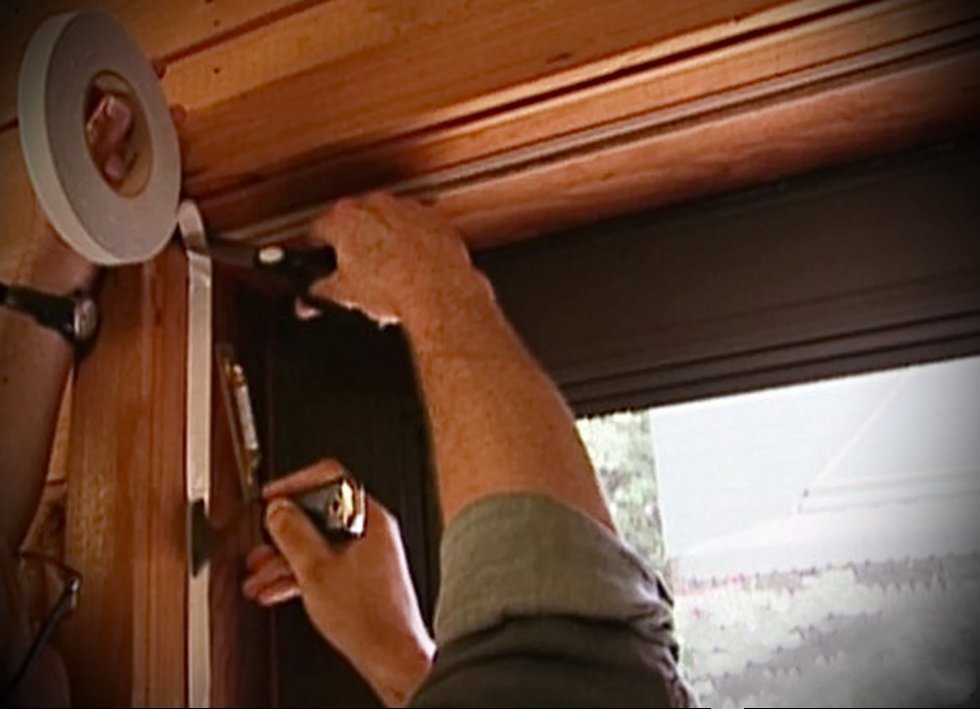 Уплотнение деревянной двери