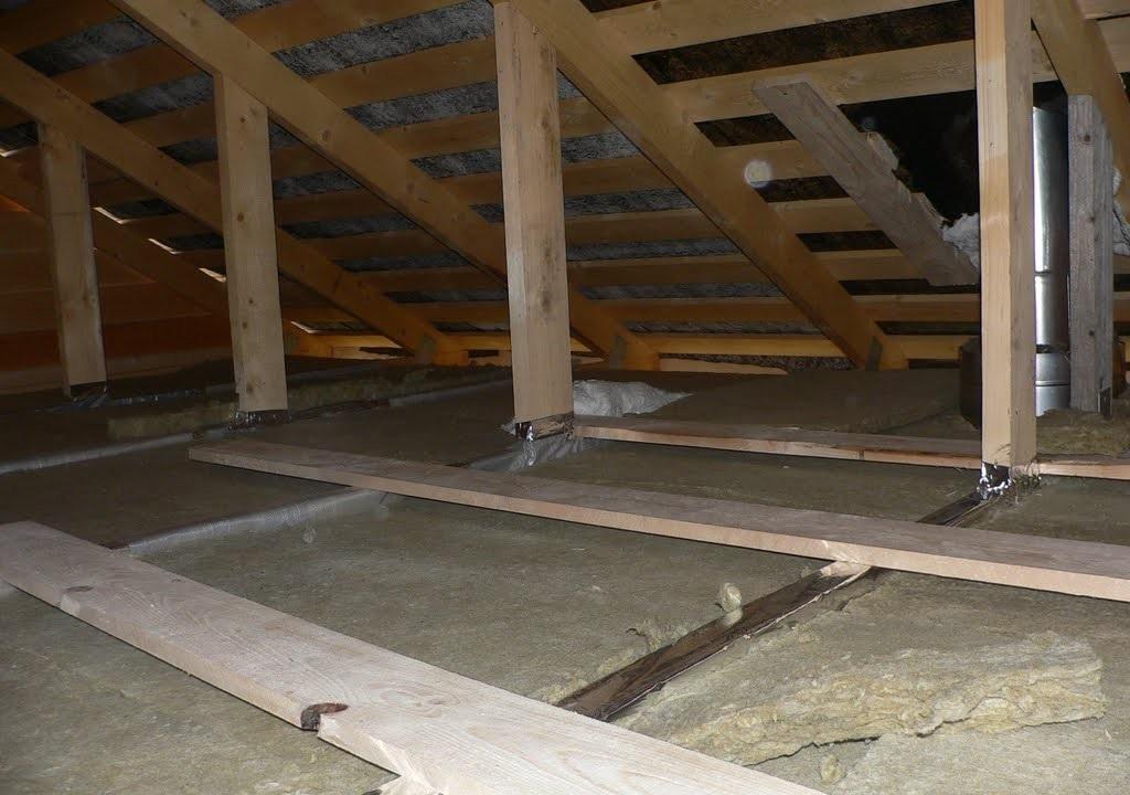 Утепление потолка бани минеральной ватой