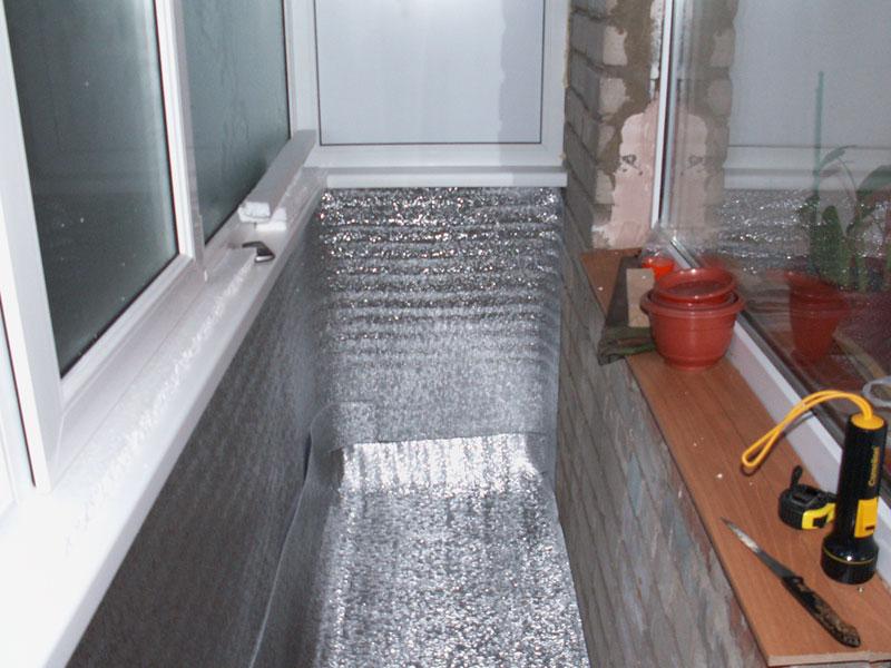 Утепление пола на балконе изолоном