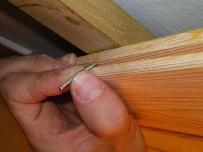 Как забивать гвозди без образования трещин в древесине?