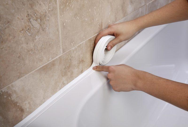 Монтаж бордюрной ленты для ванны