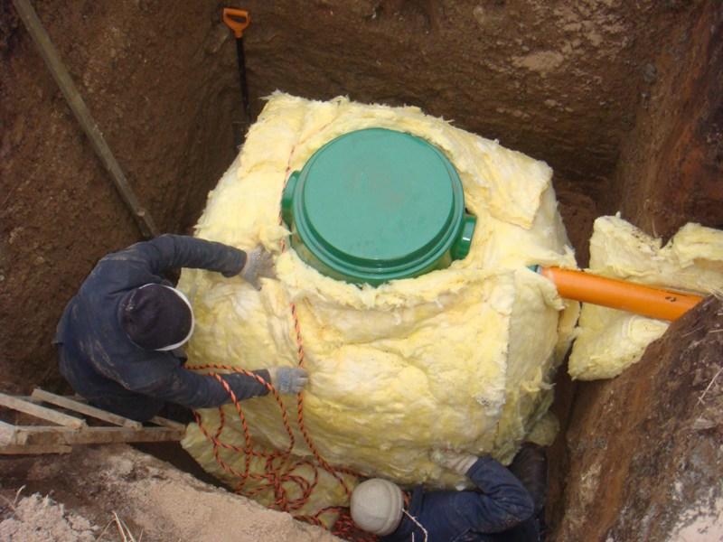 Утепление канализационного колодца