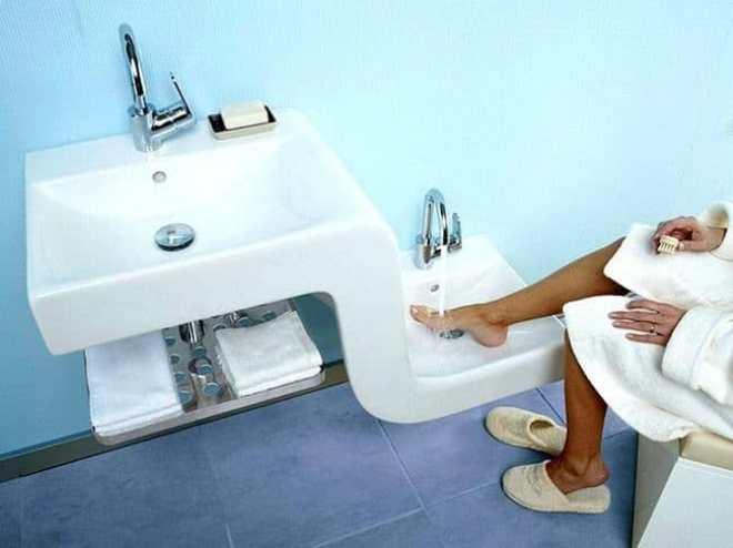 Зашел в ванную, а там квадратный умывальник