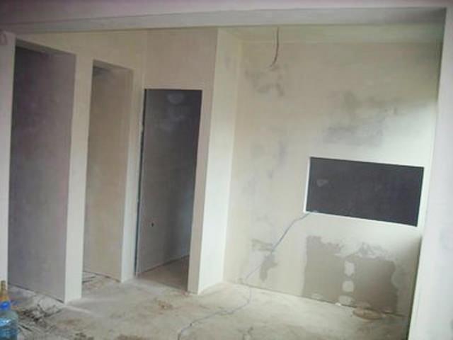 Как правильно подготовить стены из разных материалов к поклейке обоев