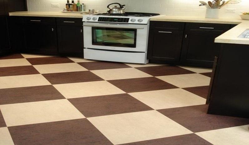 Линолеум с рисунком под плитку для кухни: критерии выбора прочного покрытия в виде плитки, как правильно стелить