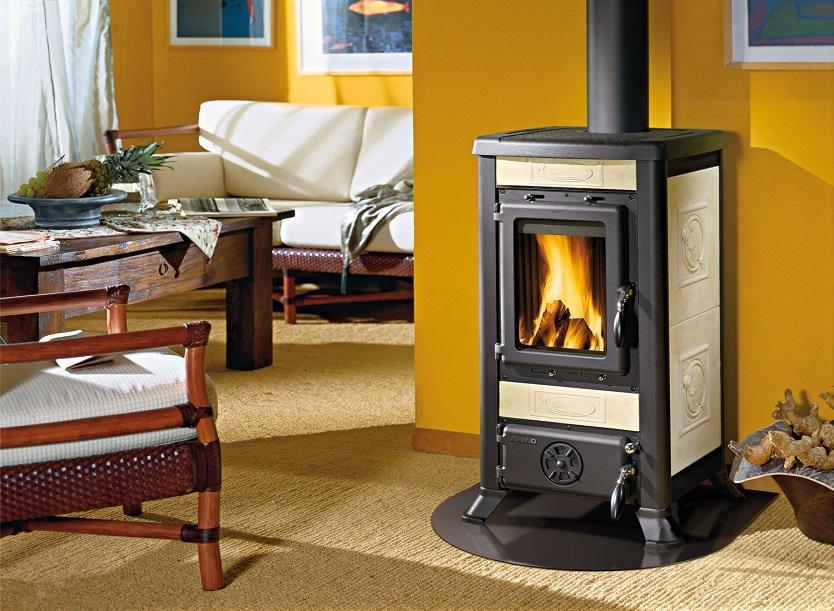 Камины для дачи дровяные (84 фото): печи длительного горения для дома на дровах, угловые чугунные газовые модели с водяным контуром