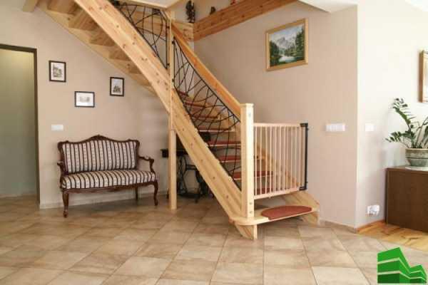 Ограждение для лестницы от детей: виды и варианты с фото, правила выбора