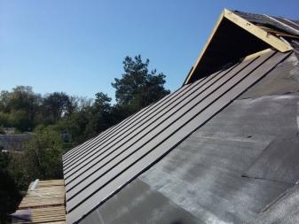 Чем крепить рубероид к деревянной крыше: рассмотрим способы, как и чем лучше крепить рубероид при обустройстве крыши