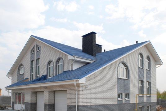 цвет дома с коричневой крышей
