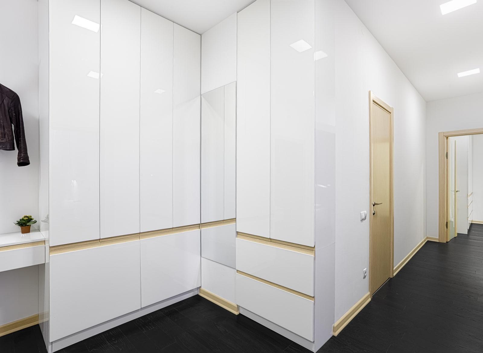 Дизайн узкого коридора: 75 лучших решений экономии пространства
