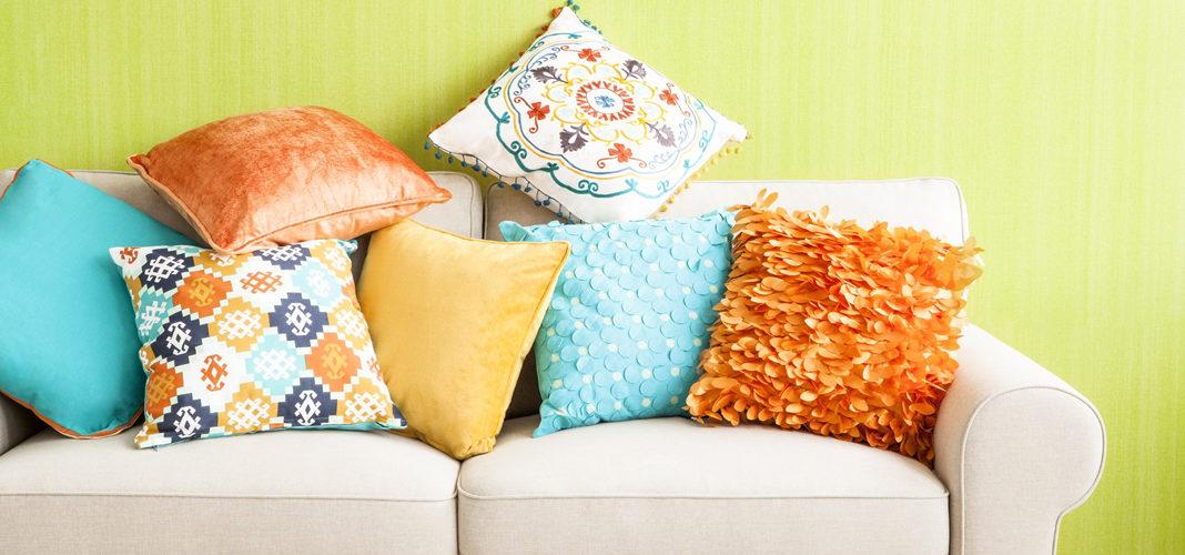 Декоративные диванные подушки своими руками: 25+ вариантов
