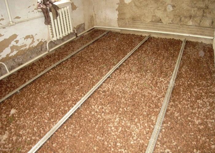 Чем выровнять бетонный пол, как это сделать своими руками, какие смеси и стяжки можно использовать для выравнивания?