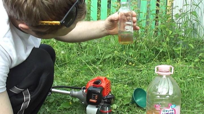 Бензин для газонокосилки: какое топливо заливать в различные аппараты, как их заправить, каков расход горючего и как правильно выбрать масло?