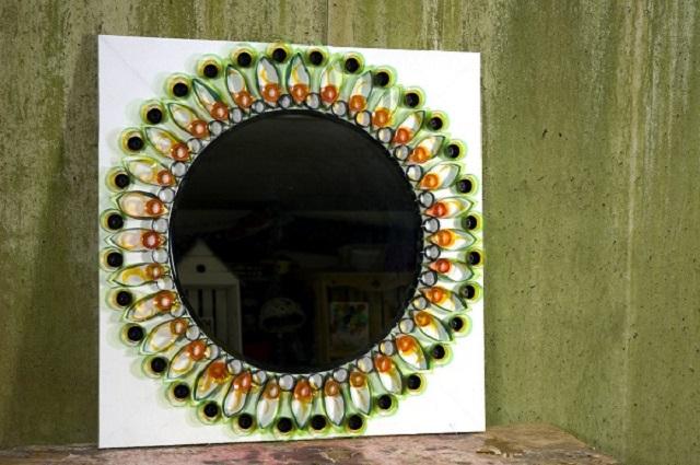 Как сделать рамку для зеркала из потолочного плинтуса