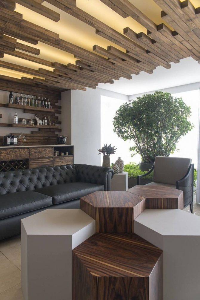 Черные обои для стен в интерьере, комбинирование черных и белых обоев, комната с черными стенами