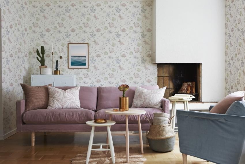 сочетание обоев двух цветов в гостиной