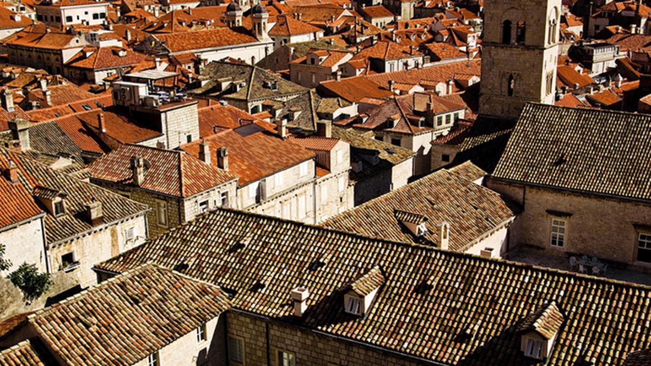 Сонник: крыша дома, ходить по крыше, сидеть на крыше. толкование снов