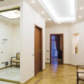 Тонкости организации освещения в коридоре