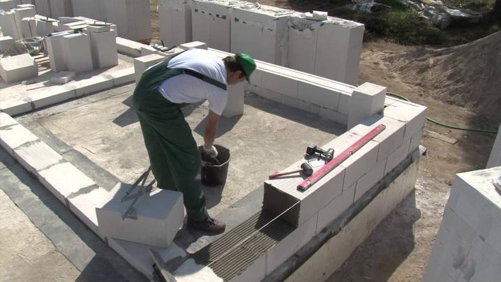 Сибит (41 фото): клей для блоков газобетона. что это такое? бани из сибита, кладка материала. сколько штук блоков в поддоне? плюсы и минусы