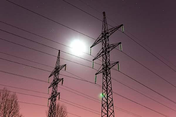 Расстояние от электрического столба до дома: минимально и максимально допустимое