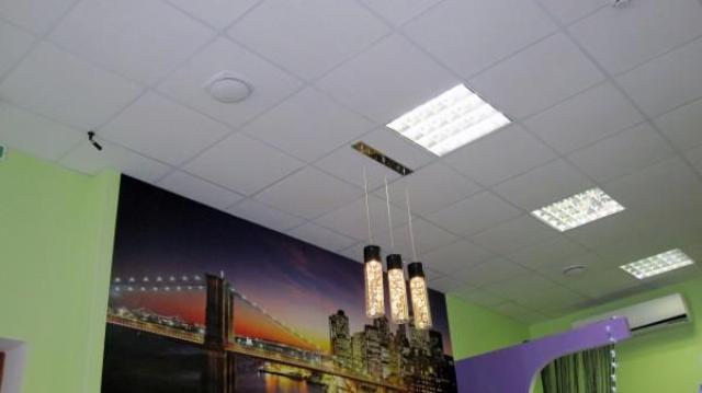 Устройство подвесных потолков типа армстронг - особенности конструкции