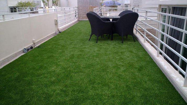 Варианты использования искусственной травы в интерьере