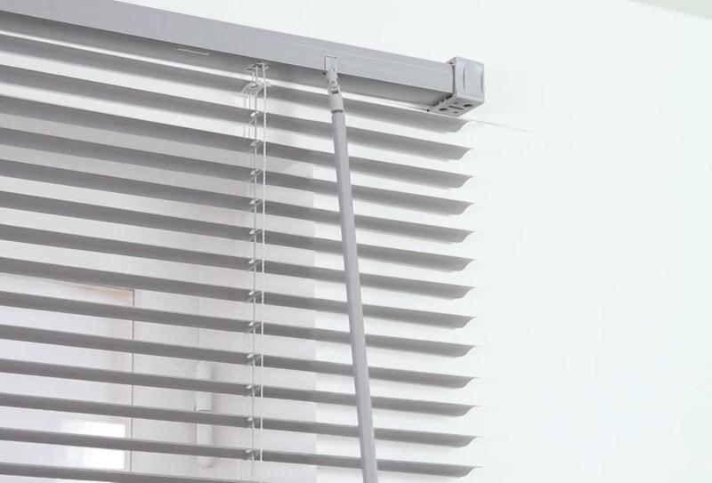 Устройство и установка жалюзи на окна (инструкция), помощь в выборе жалюзи