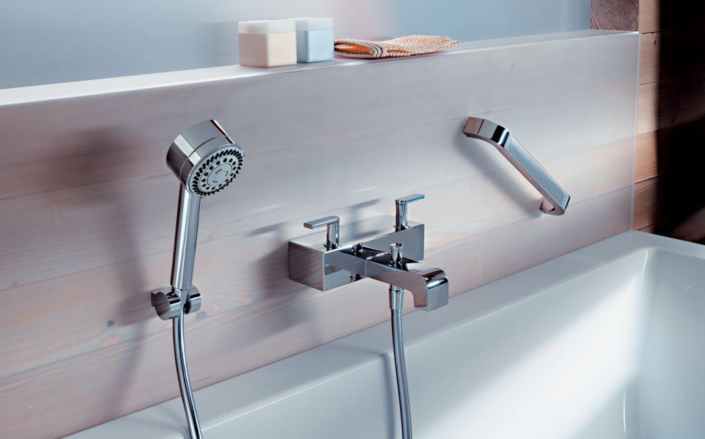 На какой высоте правильно установить смеситель над ванной — стандарты установки