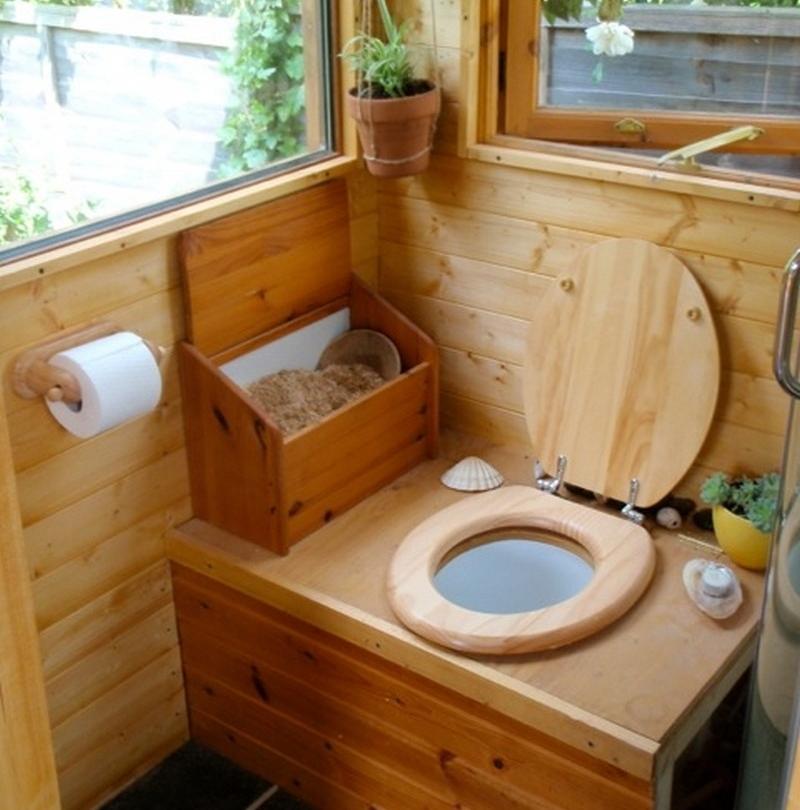 Как сделать туалет на даче без запаха