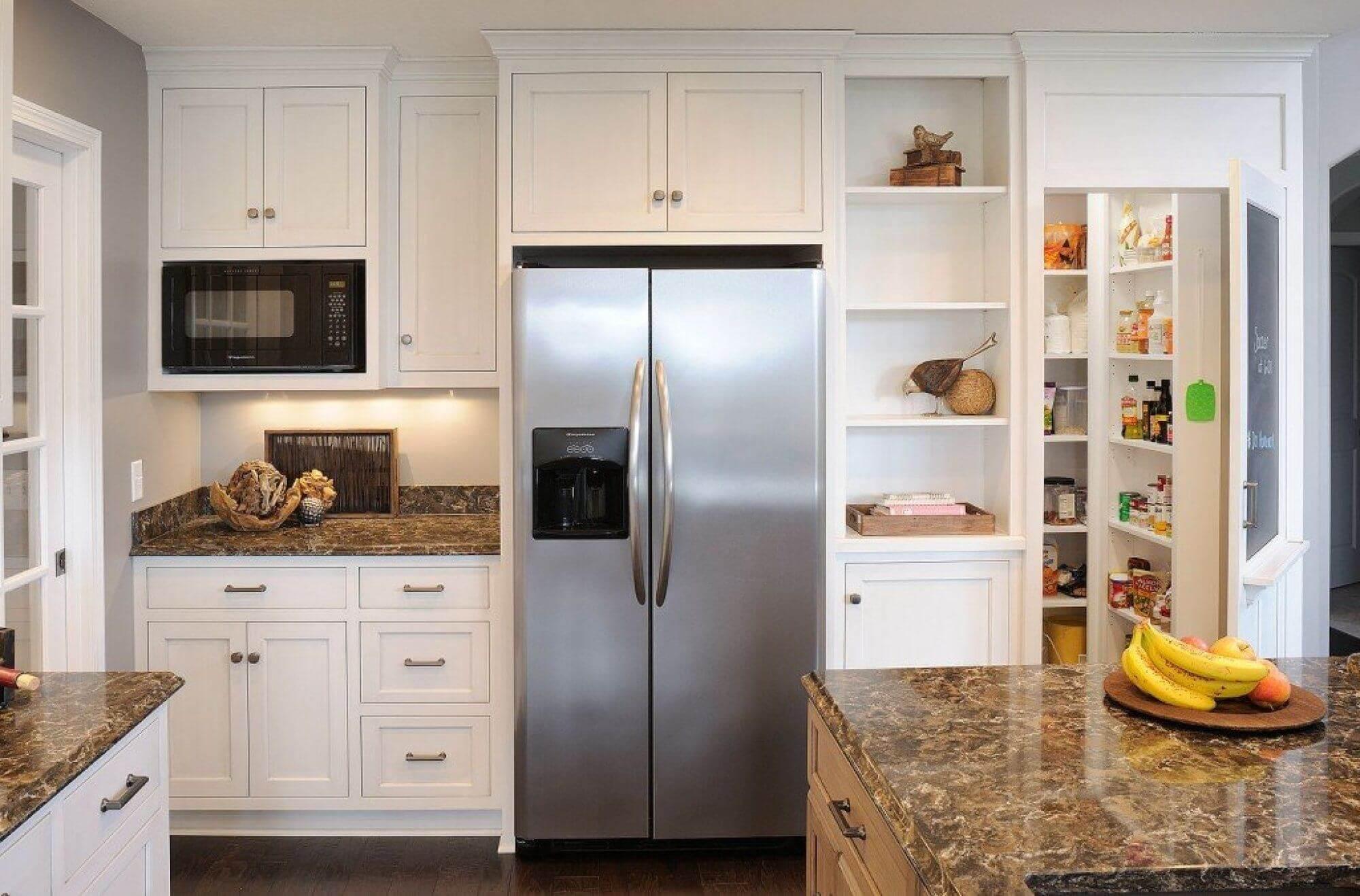 Как встроить обычный холодильник в шкаф своими руками: пошаговое руководство
