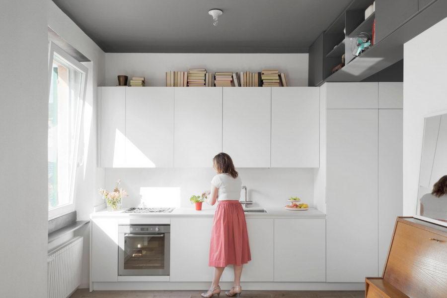 белая кухня с белой техникой