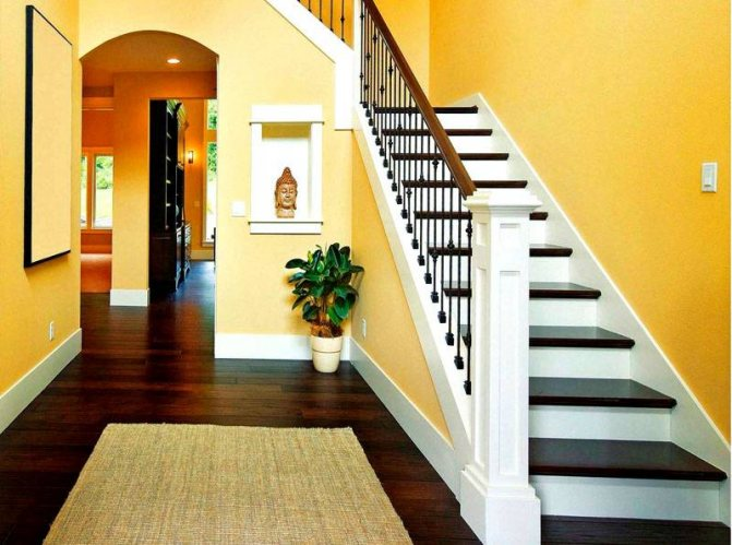 Дизайн лестницы на второй этаж в интерьере загородного дома (50 фото): варианты отделки и оформления