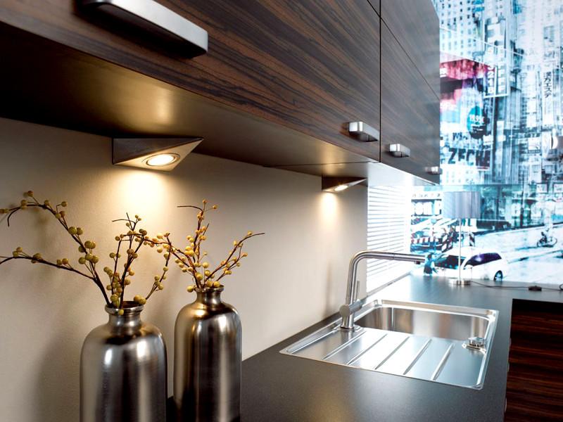 Делаем подсветку рабочей зоны на кухне при помощи светодиодной ленты